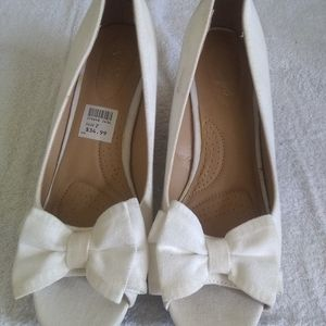 Dexflex white wedge heels size 7